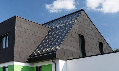 Metallfasade und -dach