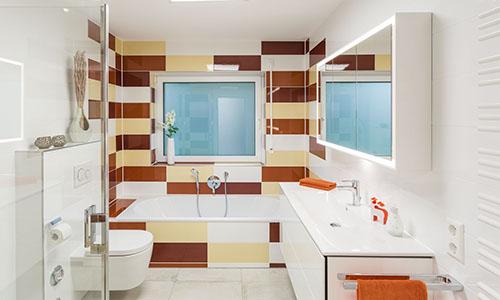 2 sanierte Badezimmer
